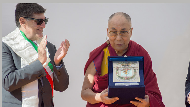 His Holiness the Dalai Lama receiving an award from the Metropolitan City of Messina in recognition of his promotion of peace and solidarity in the world at the start of his talk at the Greek Theatre in Taormina, Sicily, Italy on September 16, 2017. Photo by Federico Vinci/Città Metropolitana di Messina