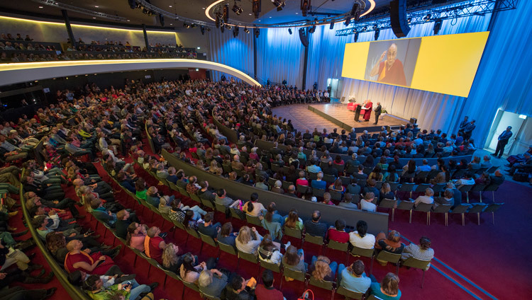 His Holiness the Dalai Lama speaking about dialogue and solidarity at the Kursaal Arena in Bern, Switzerland on October 13, 2016. Photo/Manuel Bauer
