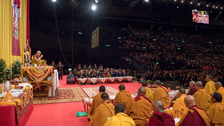 His Holiness the Dalai Lama speaking at the Hallenstadion in Zurich, Switzerland on October 14, 2016. Photo/Manuel Bauer