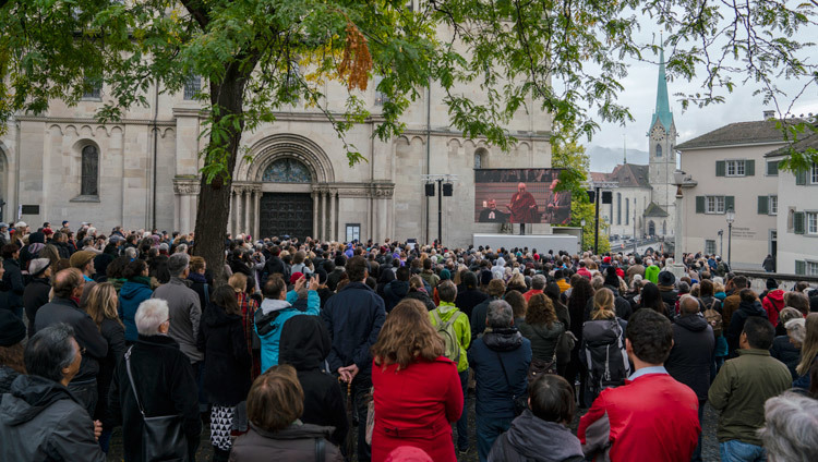 Over 700 people watching the inter-faith prayer meeting on a big screen outside of Grossmuenster Church in Zurich, Switzerland on October 15, 2016. Photo/Tenzin Choejor/OHHDL