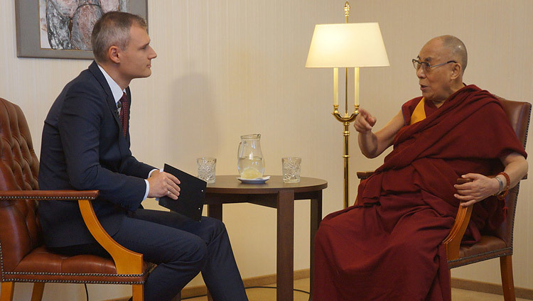 Lubomir Bajanik of Slovak TV interviewing His Holiness the Dalai Lama in Bratislava, Slovakia on October 16, 2016. Photo/Jeremy Russell/OHHDL