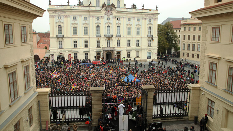 A view of Hradcanske Square during welcoming ceremonies for His Holiness the Dalai Lama in Prague, Czech Republic on October 17, 2016. Photo/Ondrej Besperat