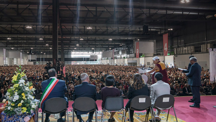 His Holiness the Dalai Lama speaking to a crowd of over 12000 at the Rho Fiera Milano hall in Milan, Italy on October 22, 2016. Photo/Tenzin Choejor/OHHDL