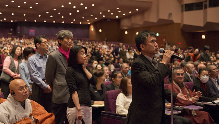 Members of the audience lined up to ask His Holiness the Dalai Lama a question during his talk at the Pacifico Yokohama Hall in Yokohama, Japan on November 17, 2016.