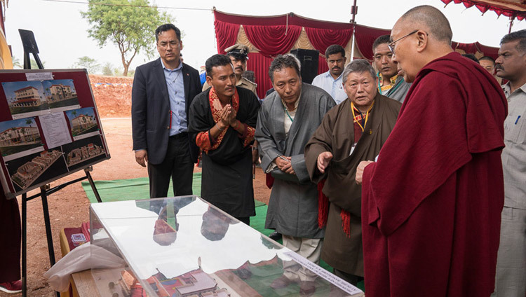 His Holiness the Dalai Lama looking at a model of the branch of the Men-tsee-khang in Bengaluru, Karnataka, India on December 14, 2016. Photo/Tenzin Choejor/OHHDL