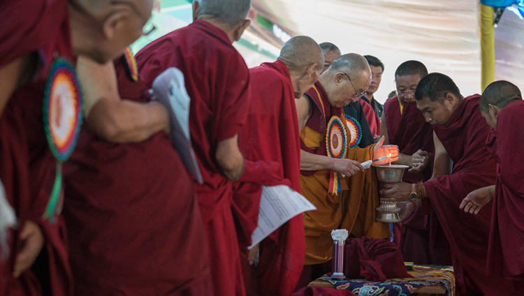 His Holiness the Dalai Lama lighting a lamp to inaugurate the ceremonies celebrating the 600h Anniversary of Drepung Monastery in Mundgod, Karnataka, India on December 21, 2016. Photo/Tenzin Choejor/OHHDL