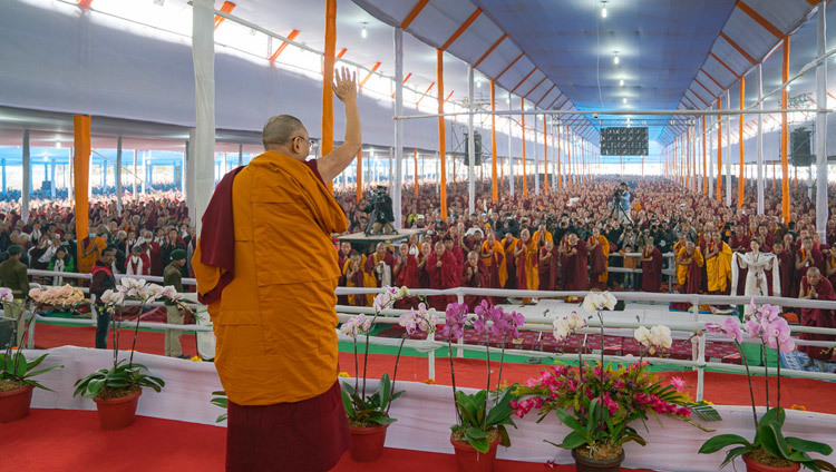 His Holiness the Dalai Lama waving to the crowd before the first teaching of the 34th Kalachakra Empowerment in Bodhgaya, Bihar, India on January 2, 2017. Photo/Tenzin Choejor/OHHDL