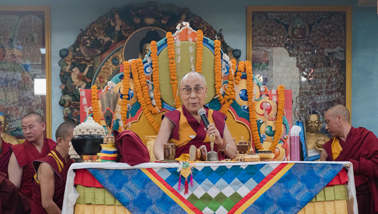 His Holiness the Dalai Lama speaking at Gandantecgchenling Mongolian Temple in Bodhgaya, Bihar, India on January 9, 2017. Photo/Tenzin Choejor/OHHDL