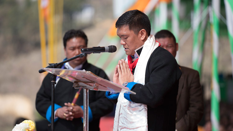 Arunachal Chief Minister Pema Khandu thanking His Holiness the Dalai Lama  at the start of teachings at the Yiga Choezin teaching ground in Tawang, Arunachal Pradesh, India on April 8, 2017. Photo by Tenzin Choejor/OHHDL