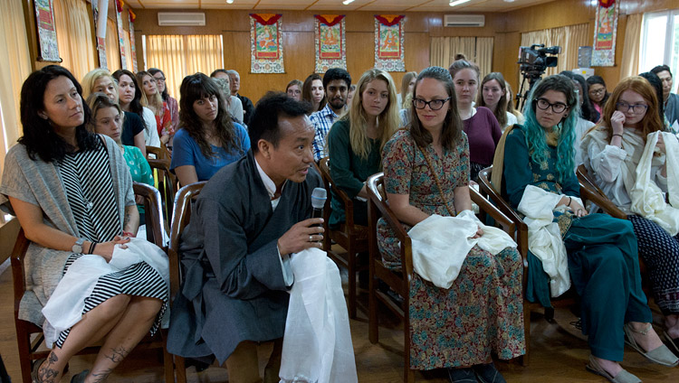 A member of the audience asking His Holiness the Dalai Lama a question during his meeting with students at his residence in Dharamsala, HP, India on May 19, 2017. Photo by Tenzin Phuntsok/OHHDL