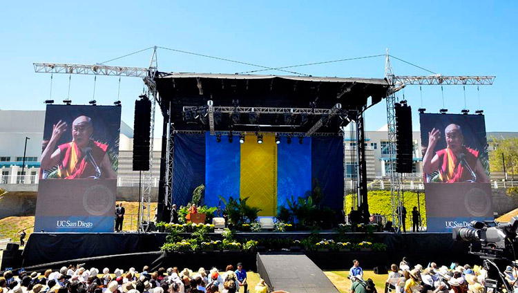 His Holiness the Dalai Lama speaking at University of California San Diego's RIMAC Field in San Diego, CA, USA on June 16, 2017. Photo by Chris Stone