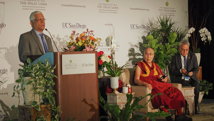 Dr Suresh Subramani introducing His Holiness the Dalai Lama at the start of his meeting with members of the Indian community in San Diego, CA, USA on June 18, 2017. Photo by Jeremy Russell/OHHDL