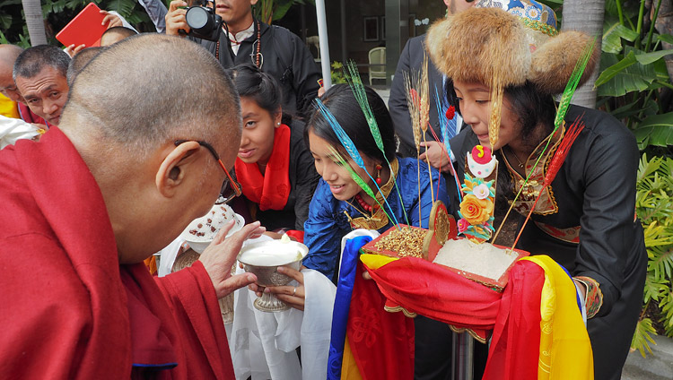 Members of the Tibetan community offering a traditional welcome to His Holiness the Dalai Lama on his arrival in Newport Beach, CA, USA on June 19, 2017. Photo by Jeremy Russell/OHHDL