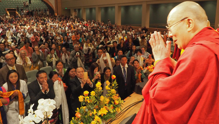 His Holiness the Dalai Lama thanking the gathering at the conclusion of his meeting with the Tibetan community in Minneapolis, MN, USA on June 24, 2017. Photo by Jeremy Russell/OHHDL