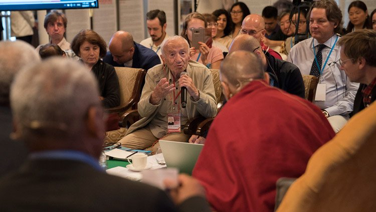 David Dubrovsky illustrating a point from his presentation on the second day of dialogue with Russian scientists in New Delhi, India on August 8, 2017. Photo by Tenzin Choejor/OHHDL