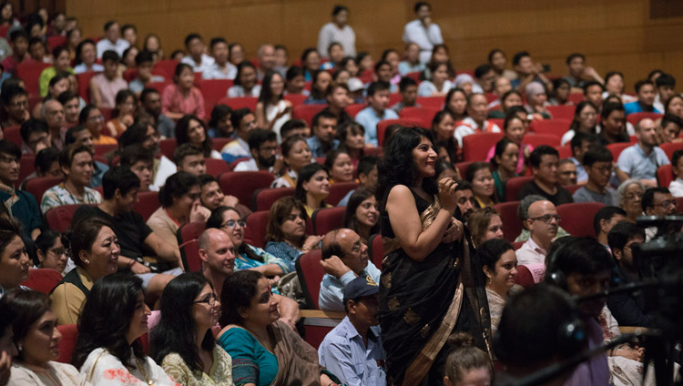 A member of the audience asking His Holiness the Dalai Lama a question during his talk at the Siri Fort Auditorium in New Delhi, India on August 10, 2017. Photo by Tenzin Choejor/OHHDL