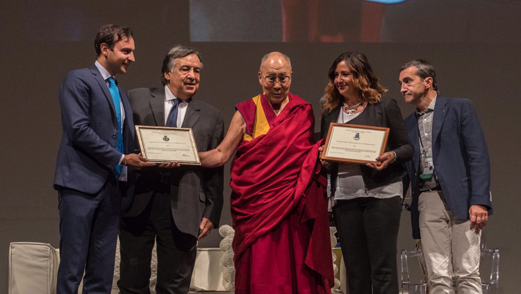 Mayors of Isola delle Femmine and Ventimiglia di Siciliapresenting His Holiness the Dalai Lama with honorary citizenship at the start of his talk in Palermo, Sicily, Italy on September 18, 2017. Photo by Paolo Regis