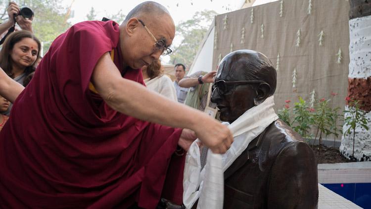 His Holiness the Dalai Lama inaugurating a statue of Dr Shantilal Somaiya, father of the current President, Samir Somaiya and son of the founder on his arrival at Somaiya Vidyavihar in Mumbai, India on December 10, 2017. Photo by Lobsang Tsering