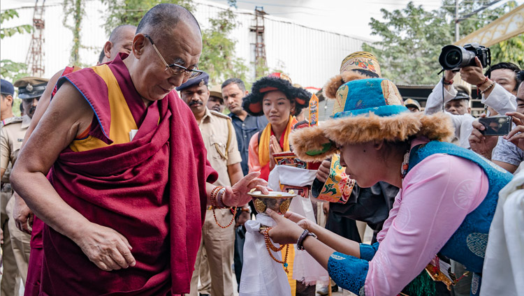 Members of the Tibetan community offering a traditional welcome to His Holiness the Dalai Lama on his arrival at Kings Court, Palace Ground in Bengaluru, Karnataka, India on December 25, 2017. Photo by Tenzin Choejor