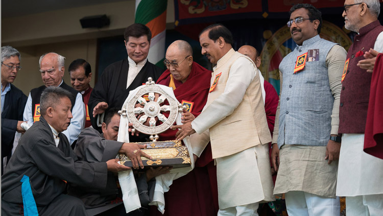 His Holiness the Dalai Lama presenting the Thank You India memento to Chief Guest Union Minister of State for Culture Mahesh Sharma at the Main Tibetan Temple in Dharamsala, HP, India on March 31, 2018. Photo by Tenzin Choejor