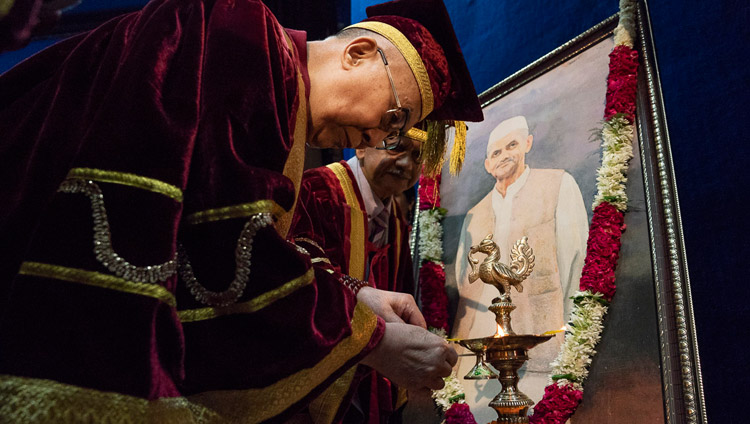His Holiness the Dalai Lama lighting a lamp and offering flowers before a portrait of Lal Bahadur Shastri at the start of the Lal Bahadur Shastri Institute of Management Convocation in New Delhi, India on April 23, 2018. Photo by Tenzin Choejor