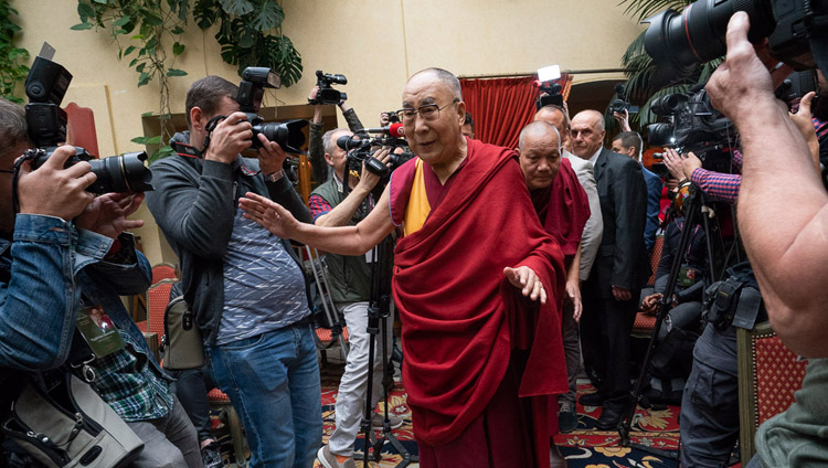 His Holiness the Dalai Lama greeting members of the media as he arrives for their meeting in Vilnius, Lithuania on June 13, 2018. Photo by Tenzin Choejor