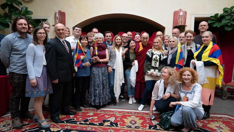 His Holiness the Dalai Lama joining members of the Lithuanian Parliamentary Group for Tibet and Tibet supporters for a group photo in Vilnius, Lithuania on June 14, 2018. Photo by Tenzin Choejor