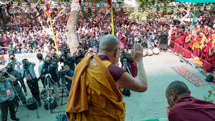 His Holiness the Dalai Lama waving to the crowd on his arrival at the Samstanling Monastery teaching ground Sumur, Ladakh, J&K, India on July 17, 2018. Photo by Tenzin Choejor