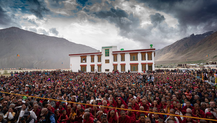 Several thousand local people listening to His Holiness the Dalai Lama speaking at the new medical facility known as the Men-Tsee-Khang in Padum, Zanskar, J&K, India on July 24, 2018. Photo by Tenzin Choejor