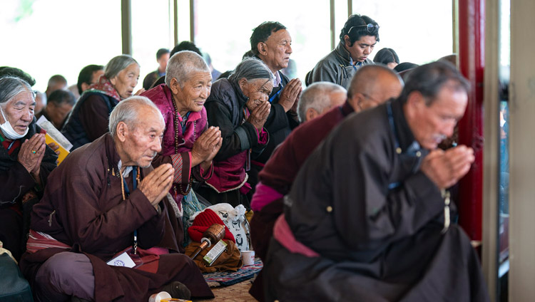 Members of the gathering taking bodhisattva vows during the Longevity Empowerment given by His Holiness the Dalai Lama in Leh, Ladakh, J&K, India on July 31, 2018. Photo by Tenzin Choejor