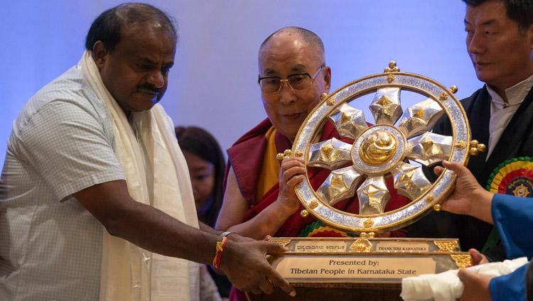 His Holiness the Dalai Lama presenting a Dharma Wheel to Karnataka Chief Minister, HD Kumaraswamy in gratitude to the Karnatakan public during the Thank You Karnataka program in Bengaluru, Karnataka, India on August 10, 2018. Photo by Tenzin Choejor