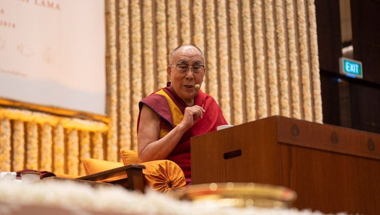 His Holiness the Dalai Lama speaking to an audience primarily of young professionals and students in Bengaluru, Karnataka, India on August 11, 2018. Photo by Tenzin Choejor