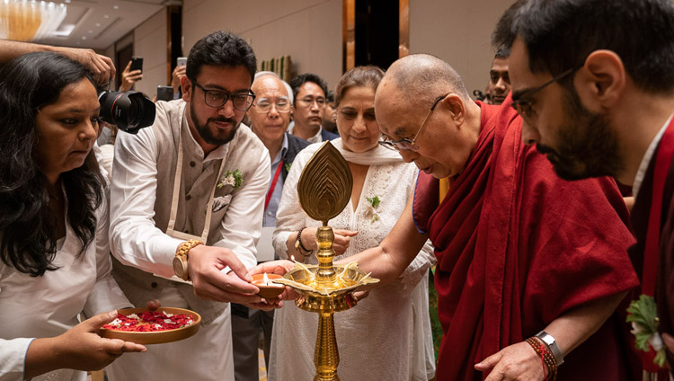 His Holiness the Dalai Lama lighting a lamp at to start his talk on 'Indian Wisdom and the Modern World' in Bengaluru, Karnataka, India on August 12, 2018. Photo by Tenzin Choejor