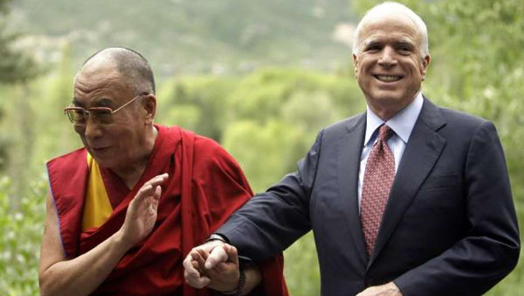 His Holiness the Dalai Lama with Sen John McCain in Aspen, Colorado, USA in 2008. (Photo/Carolyn Kaster, Associated Press)