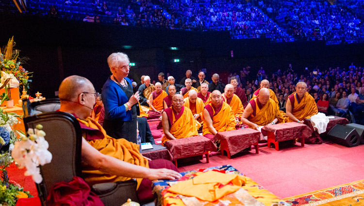 Paula de Wijs welcoming His Holiness the the Ahoy Arena at the start of his teaching in Rotterdam, the Netherlands on September 17, 2018. Photo by Jurjen Donkers