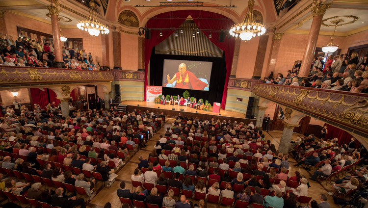 A view of the hall at Kongresshaus Stadthalle Heidelberg during His Holiness the Dalai Lama's opening remarks at the dialogue on Happiness and Responsibility in Heidelberg, Germany on September 20, 2018. Photo by Manuel Bauer
