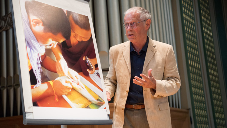 Dr. Rudolf Högger of Tibet-Institute Rikon using a photo to illustrate his presentation at the panel discussion at the Zurich University of Applied Sciences in Winterthur, Switzerland on September 24, 2018. Photo by Manuel Bauer