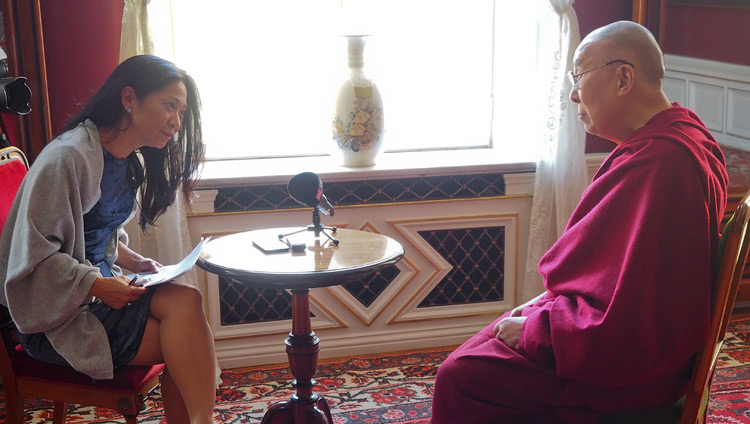 Johanna Saldert of DI-Weekend magazine interviewing His Holiness the Dalai Lama at Malmö City Hall in Malmö, Sweden on September 13, 2018. Photo by Jeremy Russell