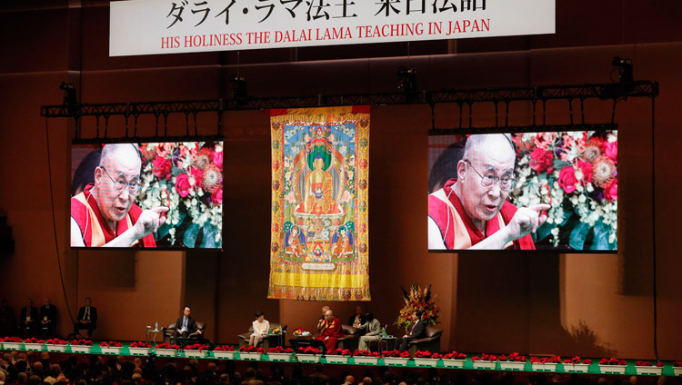 His Holiness the Dalai Lama delivering his opening remarks at the start of the dialogue with scientists at the National Convention Hall in Yokohama, Japan on November 16, 2018. Photo by Tenzin Jigme