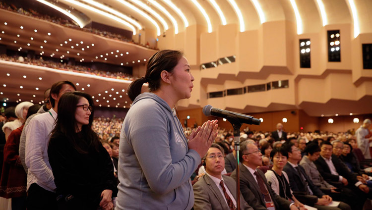 A member of the audience asking His Holiness the Dalai Lama a question during the Dialogue between Modern Science and Buddhist Science at the National Convention Hall in Yokohama, Japan on November 16, 2018. Photo by Tenzin Jigme