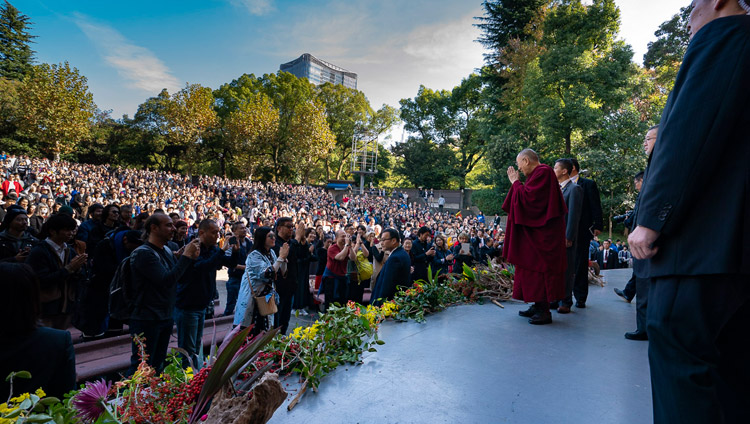His Holiness the Dalai Lama arriving on stage at the Hibiya Open-Air Concert Hall in Tokyo, Japan on November 17, 2018. Photo by Tenzin Choejor