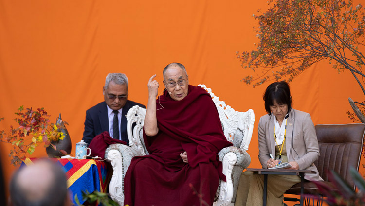 His Holiness the Dalai Lama addressing the crowd at the Hibiya Open-Air Concert Hall in Tokyo, Japan on November 17, 2018. Photo by Tenzin Choejor