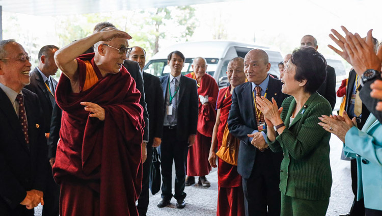 His Holiness the Dalai Lama arriving at the Japanese parliamentary complex for his meeting with members of the All Party Japanese Parliamentary Group for Tibet in Tokyo on November 20, 2018. Photo by Tenzin Jigme