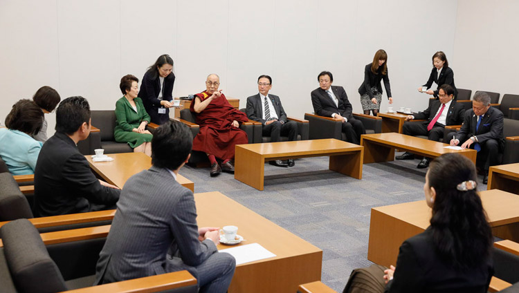 His Holiness the Dalai Lama informally meeting with members of the All Party Japanese Parliamentary Group for Tibet at the Japanese parliamentary complex in Tokyo, Japan on Novmeber 20, 2018. Photo by Tenzin Jigme