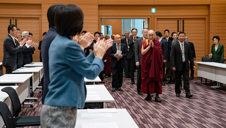His Holiness the Dalai Lama arriving for a formal meeting with the  All Party Japanese Parliamentary Group for Tibet at the Japanese parliamentary complex in Tokyo, Japan on Novmeber 20, 2018. Photo by Tenzin Choejoe