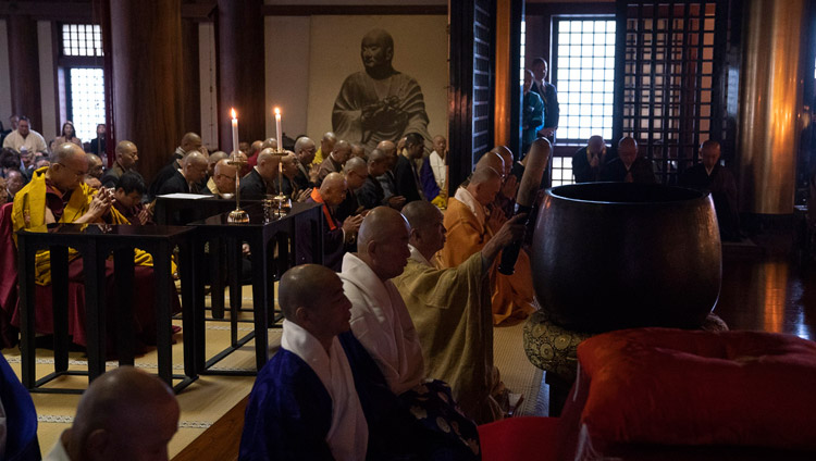 His Holiness the Dalai Lama joining in prayers at Tochoji Temple in Fuukuoka, Japan on November 22, 2018. Photo by Tenzin Choejor