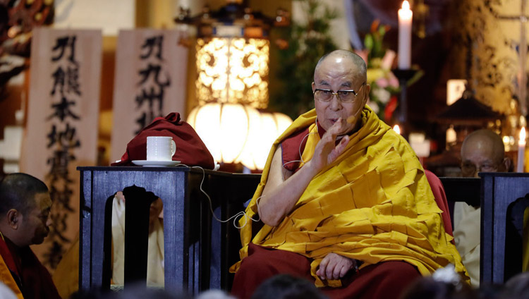 His Holiness the Dalai Lama addressing the audience at Tochoji Temple in Fuukuoka, Japan on November 22, 2018. Photo by Tenzin Jigme