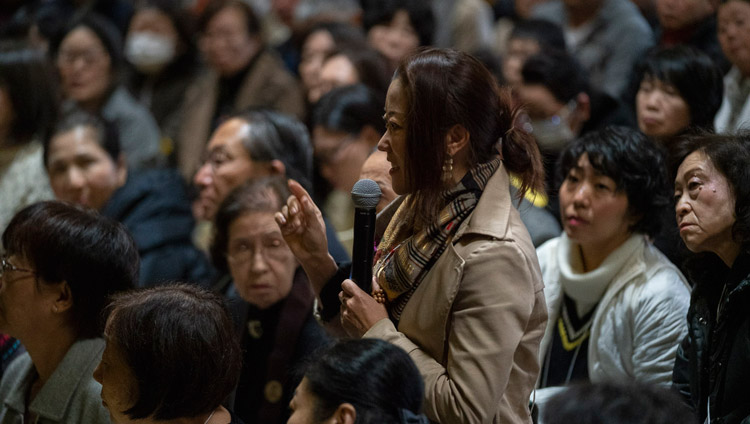 A member of the audience asking His Holiness the Dalai Lama a question during his talk at Tochoji Temple in Fuukuoka, Japan on November 22, 2018. Photo by Tenzin Choejor