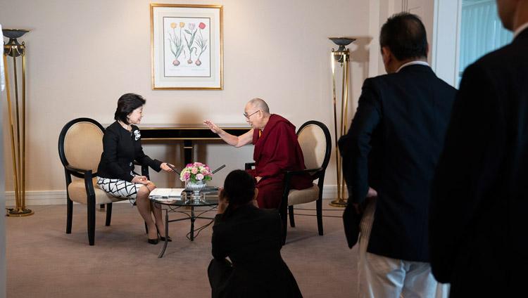 Ms Yoshiko Sakurai, president of the Japan Institute of National Fundamentals, interviewing His Holiness the Dalai Lama in Yokohama, Japan on November 13, 2018. Photo by Tenzin Choejor