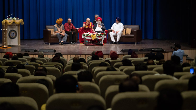 A view of the stage during His Holiness the Dalai Lama's talk at Guru Nanak College in Mumbai, India on December 13, 2018. Photo by Lobsang Tsering